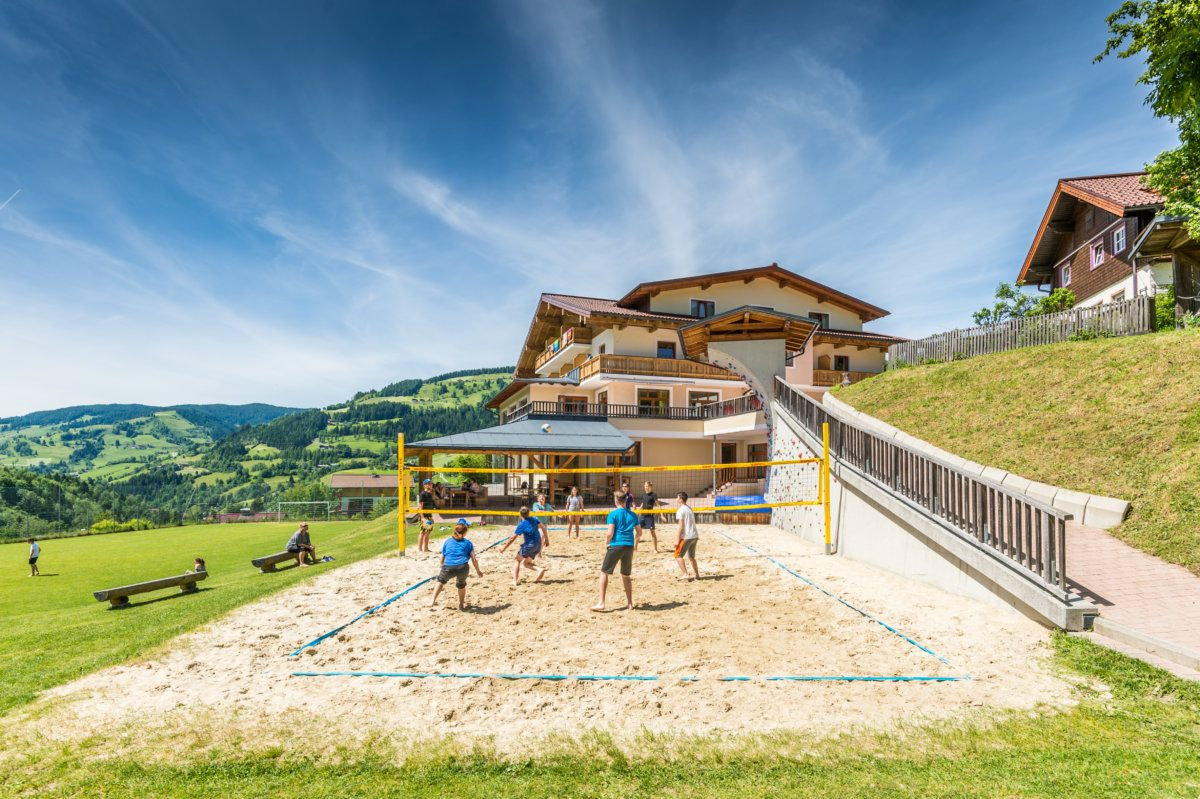Volleyballplatz - Jugendhotel Saringgut in Wagrain, Salzburger Land