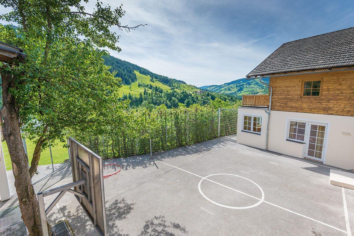 Basketballplatz - Jugendhotel Saringgut, Jugendherberge in Salzburg