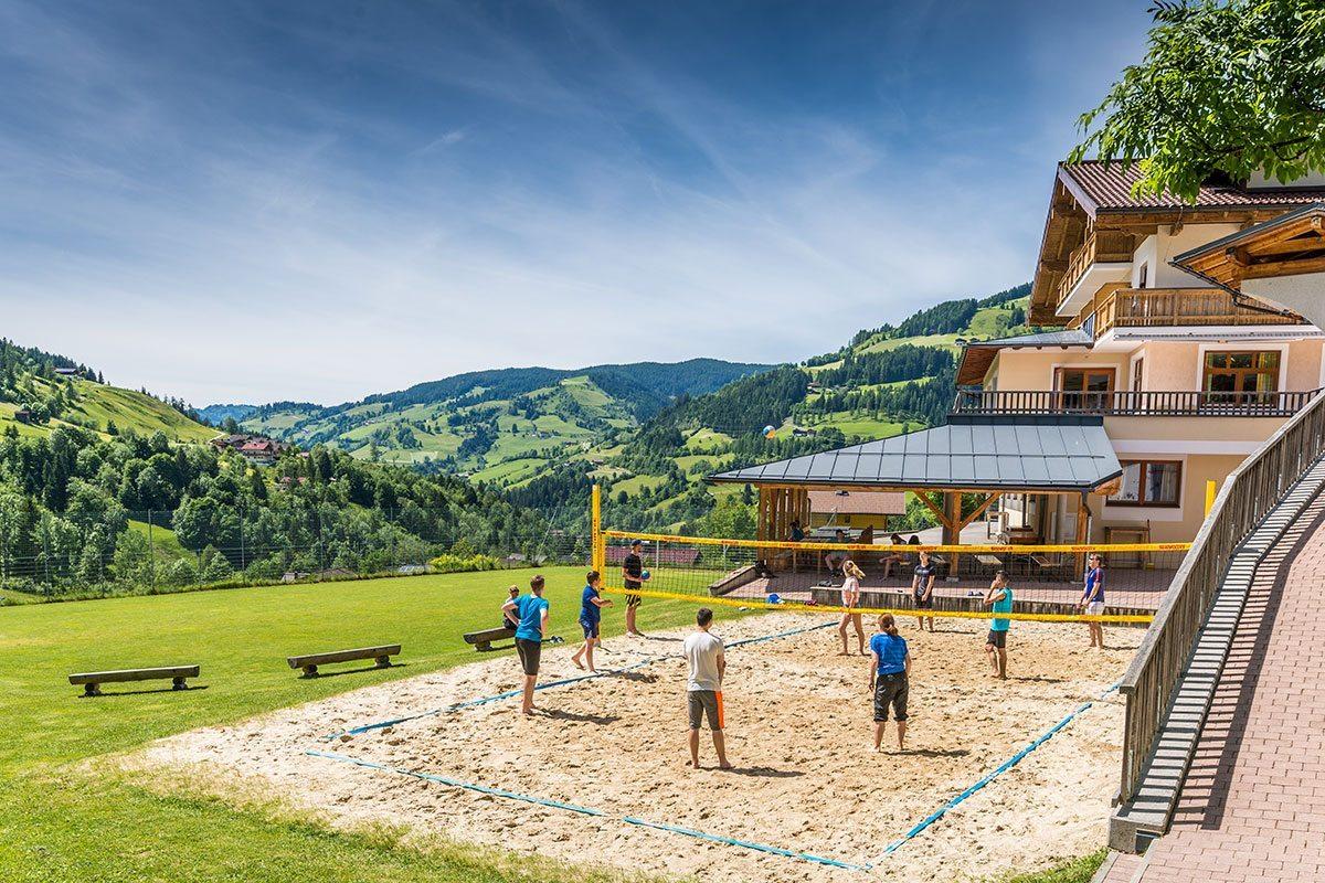 Volleyballplatz - Jugendhotel Saringgut in Wagrain, Salzburger Land