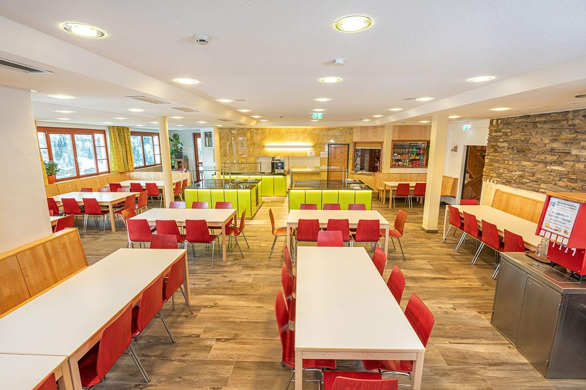 Großer Speisesaal im Jugendhotel Saringgut, Wagrain, Salzburg