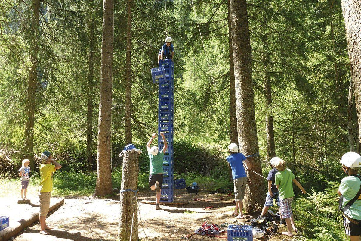 Kistenturmbauen - Projektwoche & Klassenfahrt in Wagrain, Jugendhotel Saringgut